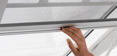 Ventanas de tejado cortinas y persianas velux en - Mosquiteras para velux ...
